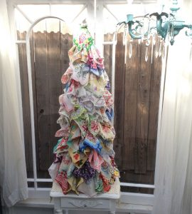 vintage-hankie-christmas-tree-chicken-wire
