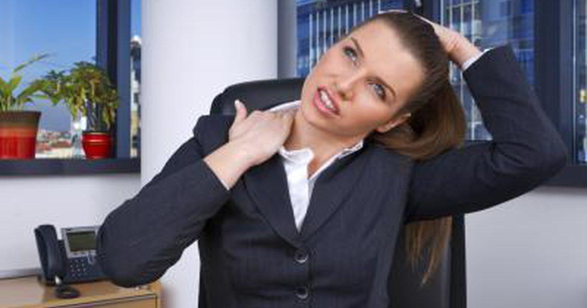 o alongamento ajuda a prevenir dores de cabeça